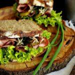 kanapka z pastą grzybową